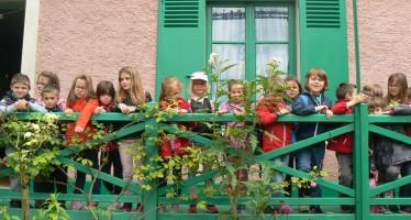 La classe de CP visite le musée de Giverny