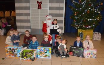 Le Père Noël rend visite aux enfants du personnel municipal