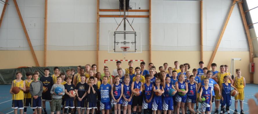 Rencontre de basket entre les jeunes de l'ES Arques et de Brighton