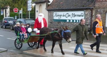 Le père Noël a fait une halte sur la place Mayenne